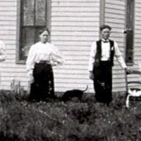 William Naysmith farm  home  with George & Anna Golden Abt 1898.JPG